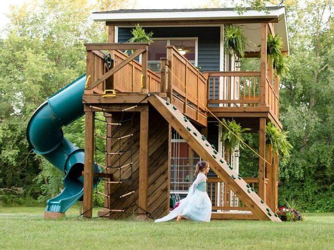 Adam Boyd har byggt den kanske coolaste lekstugan någonsin, åt sina döttrar.