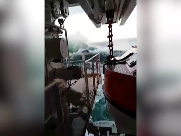 Filmerna från båten visar kaoset