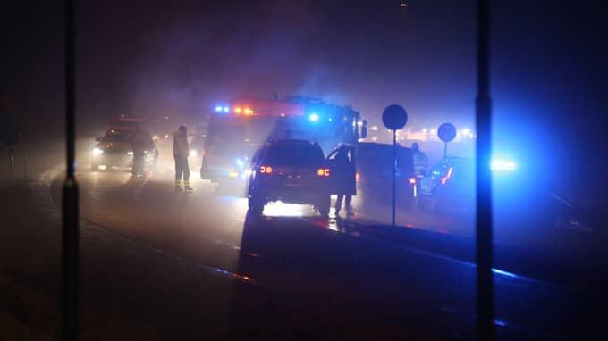 Det blev en dramatisk biljakt som slutade med att en bil voltade längs väg 262 i Sollentuna enligt vittnen som befinner sig på platsen. Foto: Janne Åkesson