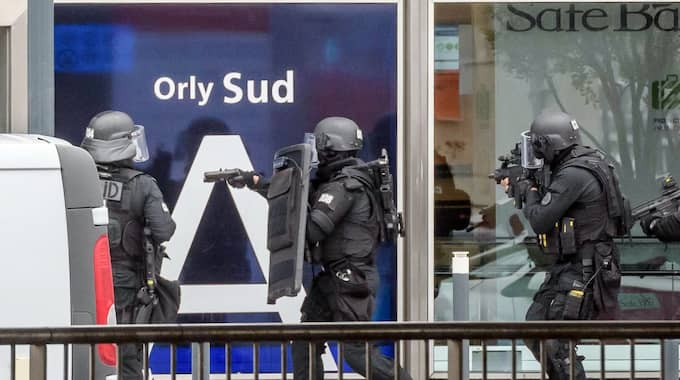 Den skjutne mannen fanns med på polisens terrorlista. Foto: Christophe Petit Tesson / Epa / Tt / EPA TT NYHETSBYRÅN