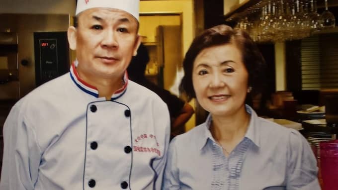 Kocken på restaurang Amazing Thai och ägarinnan Sue-Lin Woo. Foto: Privat