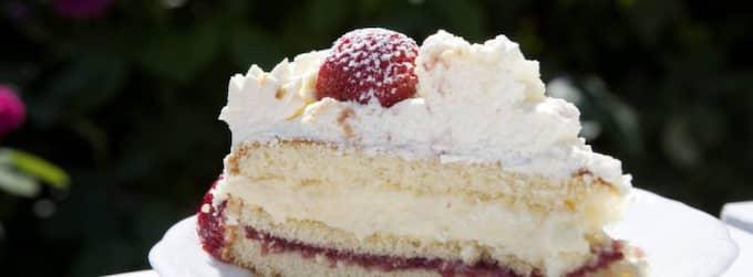 Farligt gott. Allt fler svenskar äter fetare mat enligt LCHF-metoden. Men den dieten ökar risken för att även yngre personer drabbas av stroke eller hjärtinfarkt enligt många läkare. Foto: SANNA DOLCK Foto: Sanna Dolck