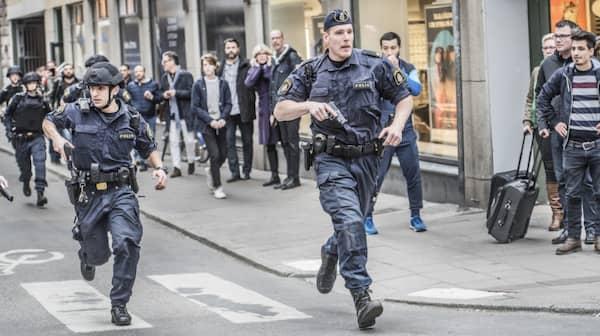 kort ledsagare tuttar nära Stockholm