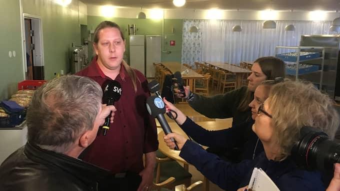 Patrik Liljeglöd (V) berättade själv om överfallet på en presskonferens. Foto: SVT Nyheter Dalarna