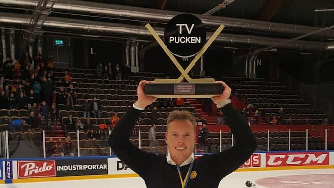 Linus Karlsson med pokalen. Foto: Privat