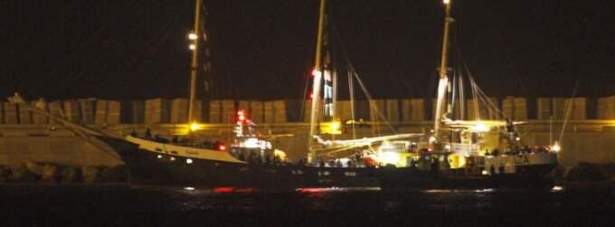 """Här kommer """"Estelle"""" till hamnen i Ashdod med de gripna svenskarna. Foto: Amir Cohen"""