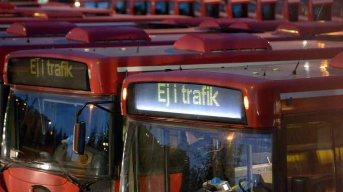 Precis när busschauffören gick av sitt pass kom det upp ett meddelande på den interna förardisplayen. Vi vill varna för stötande språkbruk. Foto: Johan Nilsson / Scanpix