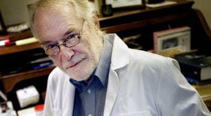Erik Enby fortsätter ta emot cancerpatienter. GT:s reporter ringde och frågade om behandling och fick svar direkt. Foto: Karin Malmhav