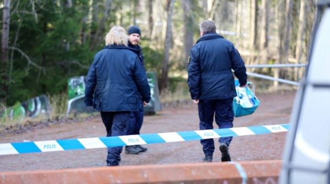 Det var tidigare i veckan som man hittade mänskliga kvarlevor i ett skogsparti i Upplands Väsby. Foto: Stefan Johansson Sthlm Ab