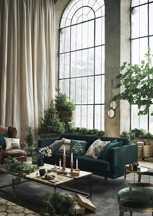 """Nu är det HM Home som har tagit fram sin julkollektion som de kallar """"The winter garden""""."""