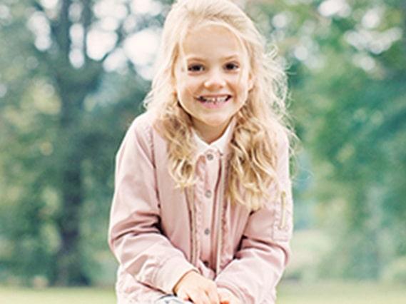 Kungahusets nya bilder på prinsessan Estelle och prins Oscar