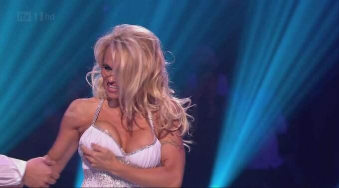 """Forna Baywatch-stjärnan Pamela Anderson röstades ut ur underhållningsprogrammet """"Dancing on Ice"""" – efter att ofrivilligt ha visat brösten under uppträdandet. Foto: Planet Photos"""