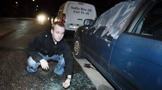 """Jimmy Bergman, 34, bor i Östberga och var under natten orolig: """"Jag såg bil efter bil efter bil slagen. Men min bil var oskadd. Det var så skönt. Men det här är galet."""" Foto: Anna-Karin Nilsson"""
