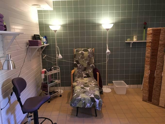 I Britt-Maries spa bjuds de äldre på bland annat manikyr och massage. Foto: Privat
