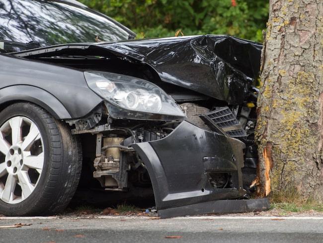 Laga bilen efter en krock? Då behöver du ha helförsäkring – undantaget är om du har en ny bil med vagnskadegaranti.