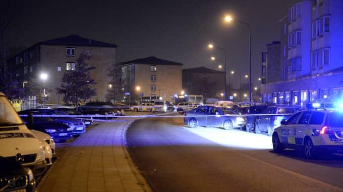 Efter ett mord i Malmö i lördags kväll sågs två personer cykla från platsen på Kronetorpsgatan. Om du har uppgifter kan du nå polisen på 114 14. Foto: / FRITZ SCHIBLI