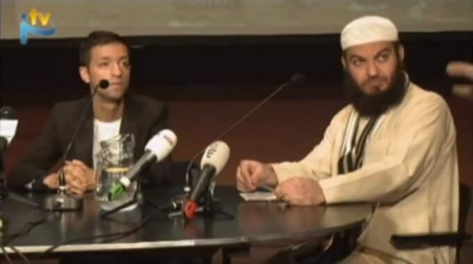 Haitham al-Haddad (till höger) är en kontroversiell predikant i Storbritannien. Här från en film där han berättar om sin syn på stening.
