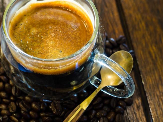 Kaffe och rom passar bra ihop smakmässigt, njut rom som en avec till kaffet - eller blanda båda dryckerna i en cocktail.