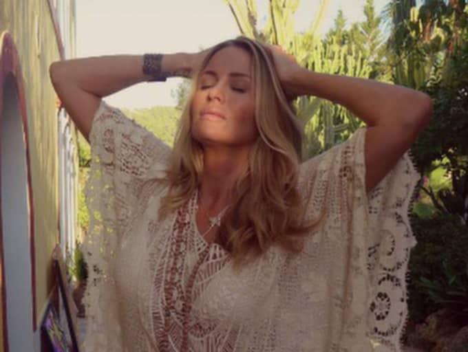 Carolina Gynning arbetar med en inspirationsbok för kvinnor. En plats som varit viktig i boken är hippieparadiset Ibiza. Foto: Privat