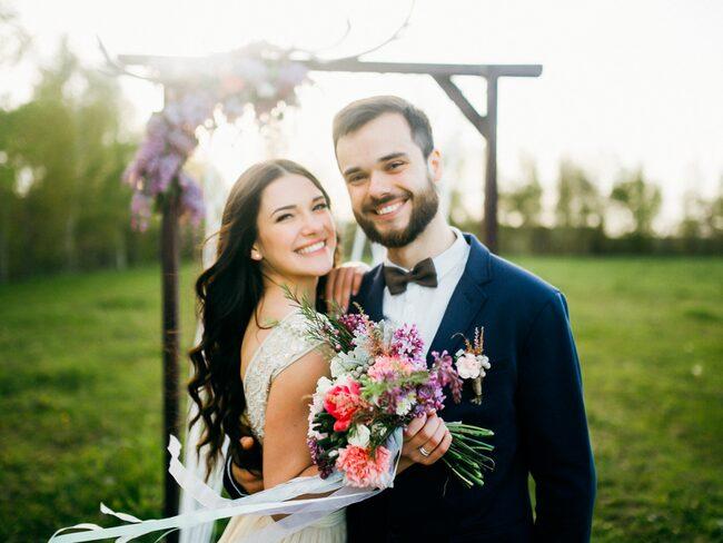 Vad är det som får bröllopsklockorna att ringa? Pengar, enligt en ny studie.
