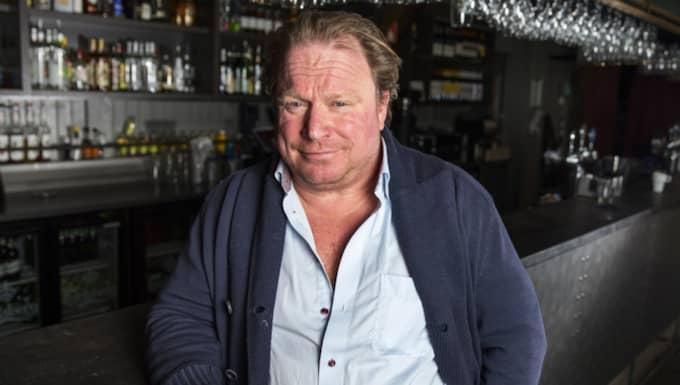 """Claes Malmberg är förbannad på samhället. Men glad över att få ha krogshow i Göteborg. """"De är otroligt duktiga"""", säger han om Helena Paparizou och Jan Malmsjö. Foto: Anders Ylander"""