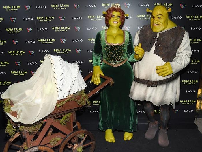 Heidi Klum med pojkvännen Tom Kaulitz, utklädda till Shrek och prinsessan Fiona.