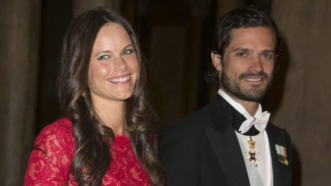 För Carl Philip är det speciellt att få ta med sin Sofia Hellqvist till Nobelfesten - trots att de ännu inte är gifta tillåter kungen ändå blivande svärdottern vara med på det som betecknas som årets absolut största kungliga högtid. Foto: David Sica