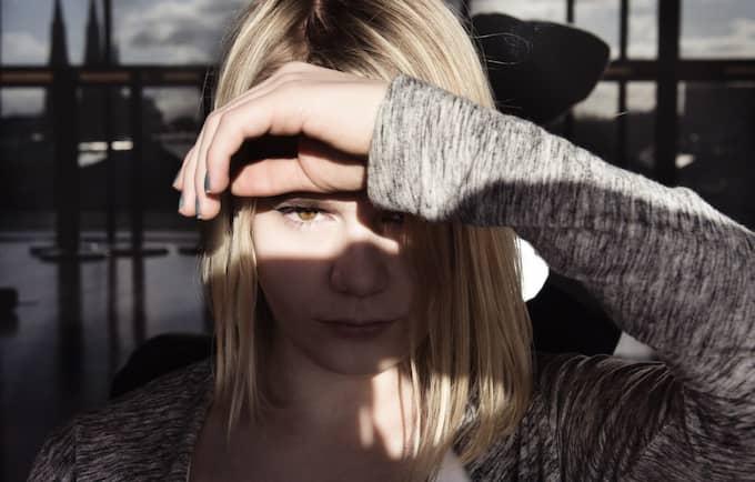 Antonia har tvingats ta emot hot och hat via nätet. Foto: Anna-Karin Nilsson/Expressen