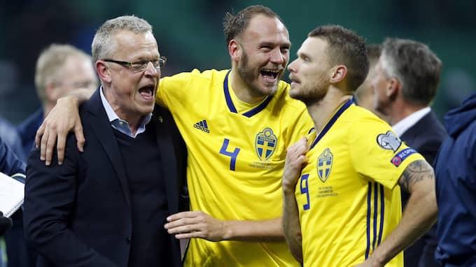 Janne Andersson firar avancemanget Foto: ANTONIO CALANNI / AP TT NYHETSBYRÅN