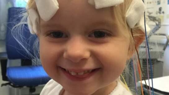 Emma har drabbats av en sällsynt och dödlig cancer. Foto: Privat