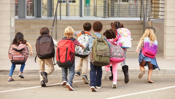Det vore vackert om riksdagsmajoriteten lät bli att gömma sig bakom barnen och toge vuxenansvaret att stå för välfärdsvalen själva. Foto: SHUTTERSTOCK / SHUTTERSTOCK