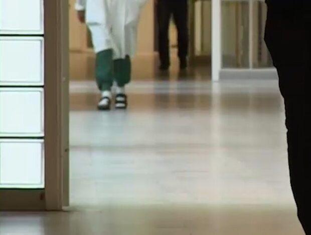 Mikael kastas ut från sjukhuset – efter 18 år