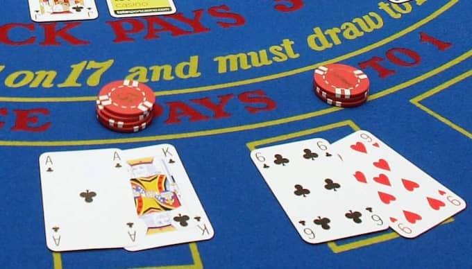 Mannen förlorade 500 000 dollar, närmare 3,5 miljoner kronor på att spela blackjack när han knappt kunde se korten. Foto: Chris Jackson