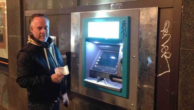 Lasse Bergerwall fick en av de felaktiga sedlarna från bankomaten – och stoppades från att handla. Foto: Privat