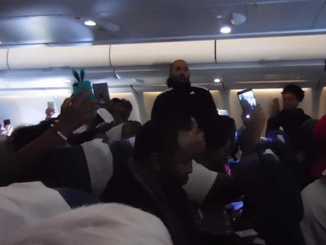 <span>Många var passagerarna som ville föreviga flygplanssången.</span>