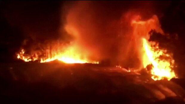 Skogsbrand rasar – 2000 evakuerade
