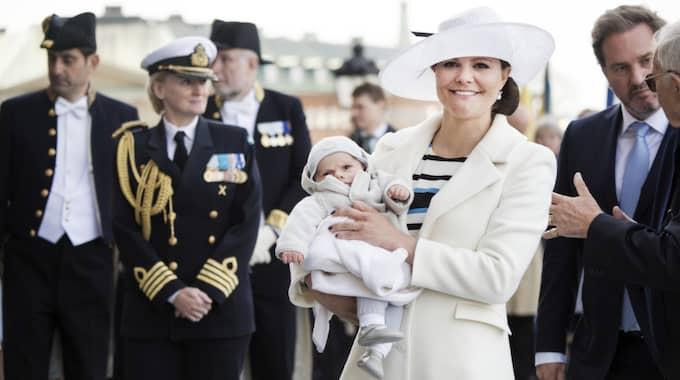 Kappan är inte ny, utan bars av kronprinsessan redan förra året i samband med att kungen firade 70 år. Foto: Olle Sporrong