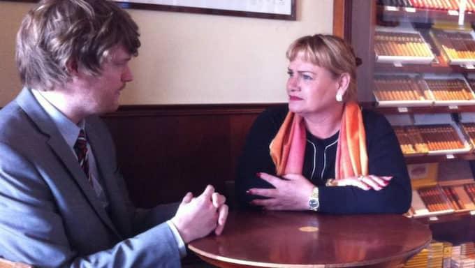 """""""Jag tycker inte att de andra partierna är feministiska partier"""", säger Soraya Post till Expressens reporter Karl-Johan Karlsson."""