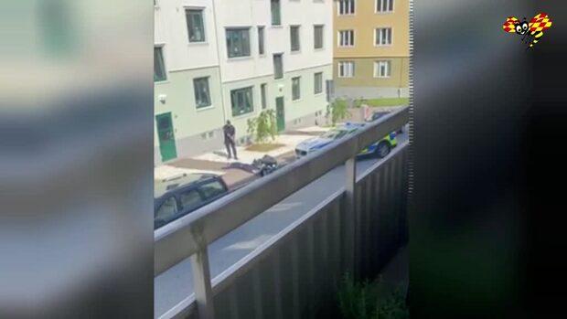 Här ingriper polisen efter det väpnade rånet