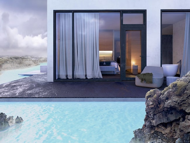 Ett nytt, exklusivt hotell har öppnats precis intill det turkosa vattnet.