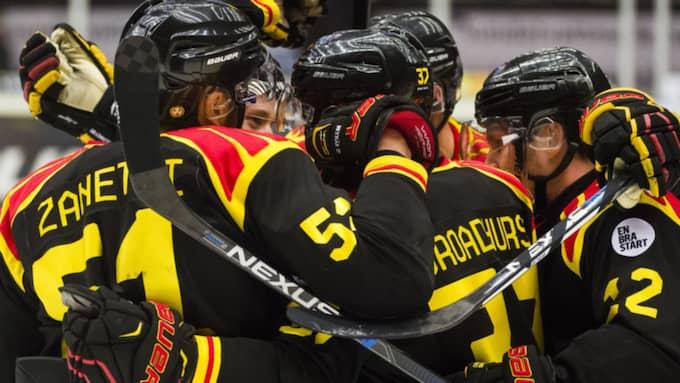 Brynäs firar segern. Foto: Simon Hastegård