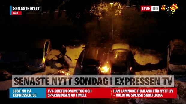 Minst 10 bilar i brand på parkering i Stockholm