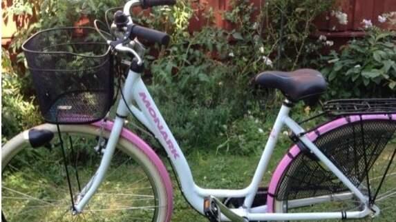 12-åriga Sofia blev av med sina fina cykel, men mamma Anna-Karin kunde snart hämta tillbaka den. Foto: PRIVAT