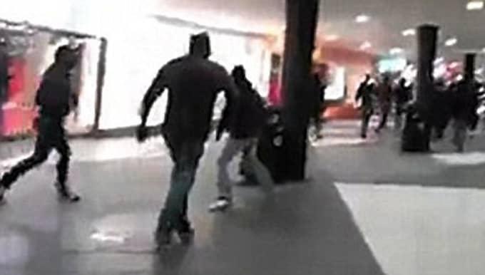 Daily Mail ifrågasätter om händelsen i Stockholm, när personer med utländsk bakgrund attackerades, verkligen inträffade. Foto: LÄSARBILD