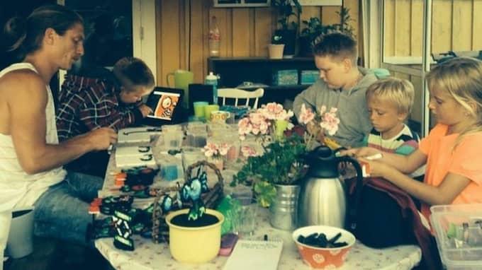 så svetten pärlar. Här pärlar Johan Karlgren tillsammans med kusinerna Carl, 15, och Gabriel Konstenius, 13, samt sina barn Kai, 7, och Zelda, 10. Foto: PRIVAT