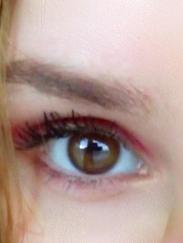 Så färgar du ögonbrynen med kaffe och honung