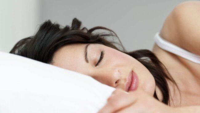 Resultatet visade att de som led av sömnbrist löpte 72 procent högre risk att utveckla övervikt, jämfört med dem som sov bra.