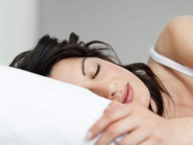 <span>Hur sover du egentligen? Och när bytte du örngott senast? Här är fem skönhetstips du kan tänka på innan du somnar för natten.</span>