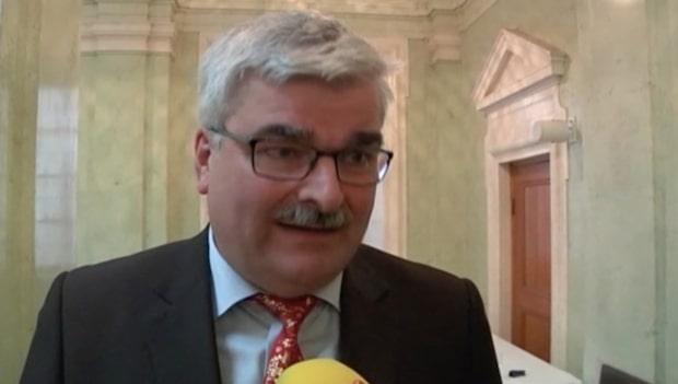"""Stefan Löfven om Håkan Juholts kritik: """"Upptagen"""""""