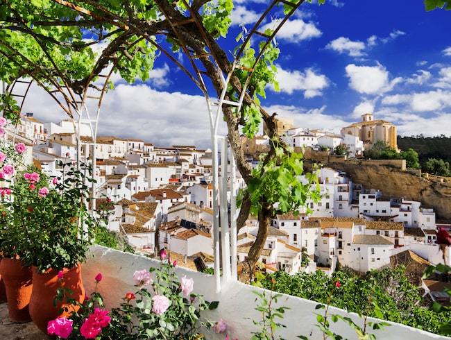 Setenil de las Bodegas i Cádiz, Andalusien.